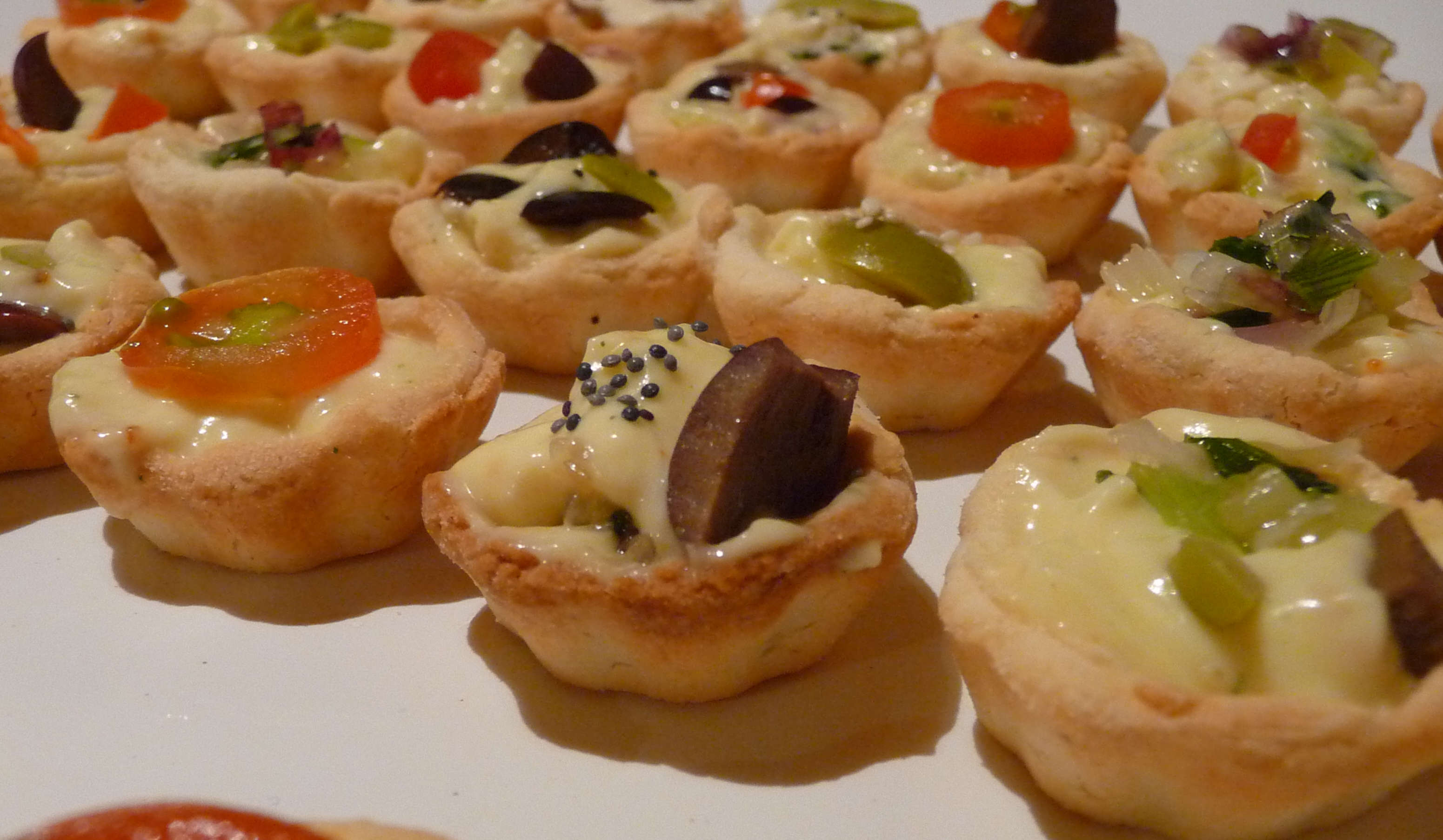 Wedding Canapes - Wikimedia Commons - Kalificado