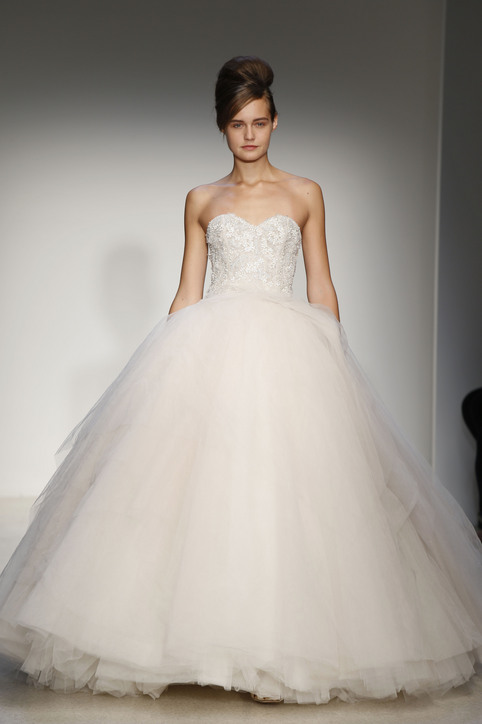 Wedding dresses 2013 top 10 trends best designersto for Vera wang princess ball gown wedding dress